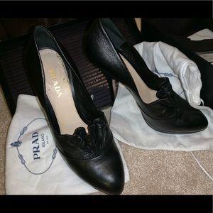 Black Leather Prada Ruffle Pumps sz 40